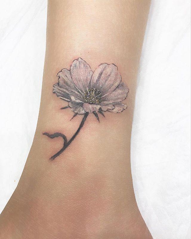 #cosmos #flower #コスモス ...#tattoo #reikotattoo #studiokeen #japan #nagoyatattoo #tokyotattoo #irezumi #タトゥー #刺青 #名古屋 #大須 #矢場町 #東京