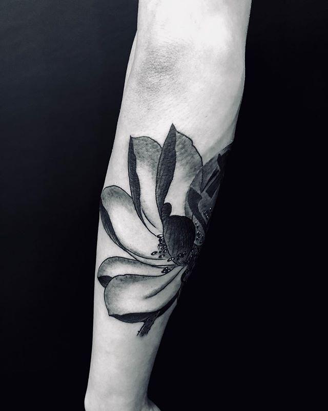 #lotus #bonji #蓮子 #梵字#blacktattoo #ブラックタトゥー#tattoo #reikotattoo #studiokeen #japan #nagoyatattoo #tokyotattoo #irezumi #タトゥー #刺青 #名古屋 #大須 #矢場町 #東京