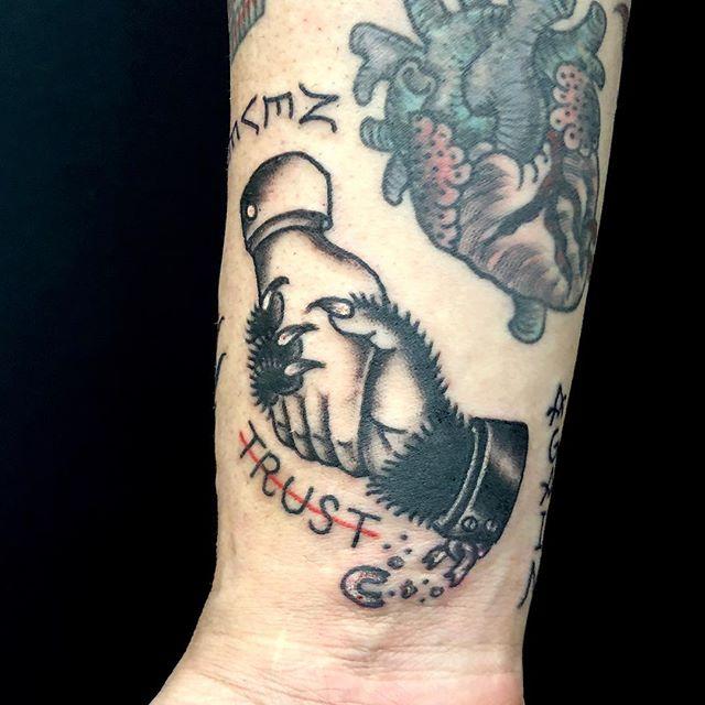 #握手タトゥー#handstattoo ...#tattoo #reikotattoo #studiokeen #japan #nagoyatattoo #tokyotattoo #irezumi #タトゥー #刺青 #名古屋 #大須 #矢場町 #東京 #トラディショナルタトゥー