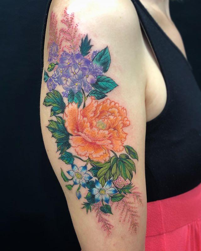 #flowerbouquet #花のブーケ ...#tattoo #reikotattoo #studiokeen #japan #nagoyatattoo #tokyotattoo #irezumi #タトゥー #刺青 #名古屋 #大須 #矢場町 #東京